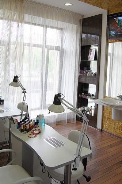 Продам встроенное помещение-салон красоты с действующим бизн.